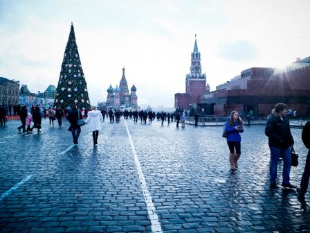 Red Square, I want to go and see Lenin's body…but it's more crowded that the butcherie…